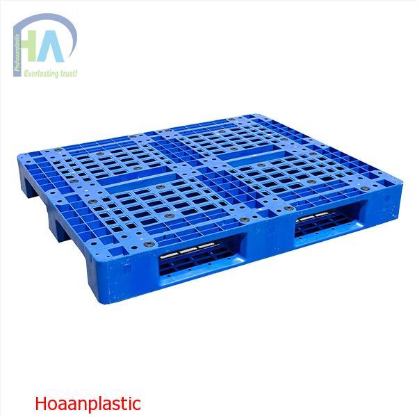 Pallet nhựa liền khối 1 mặt có lõi sắt HT- 466